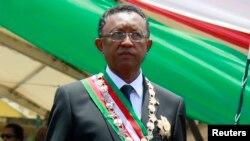 Presiden Madagaskar Hery Rajaonarimampianina dalam upacara pelantikannya sebagai Presiden baru negara itu, di stadion Mahamasina, Antananarivo (25/1).
