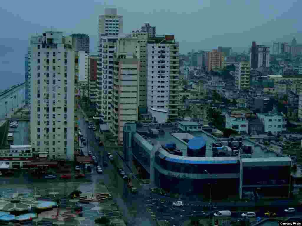 Havana nhìn từ khách sạn Riviera (ảnh Bùi Văn Phú)
