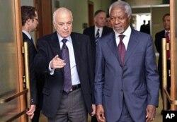 Kofi Annan (à dr.) avec le chef de la Ligue arabe Nabil el-Arabi, à Genève (20 mars 2012)