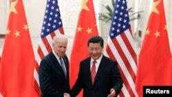 2013年12月4日,中国国家主席习近平与美国副总统拜登在北京人民大会堂会面。