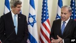 지난 1월 이스라엘을 방문한 존 케리 미국 국무장관(왼쪽)이 베냐민 네타냐후 이스라엘 총리와의 회담에 앞서 공동 기자회견에 참석했다. (자료사진)