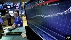 紐約證交所曲線顯示標普500種股票指數2009年以來走勢。(資料圖片)