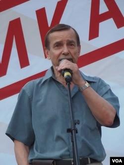 捍衛人權運動領導人帕諾馬廖夫在去年7月莫斯科的反政府集會上發表演講 (美國之音白樺拍攝)