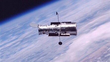 哈勃太空望远镜2002年环绕地球轨道运行