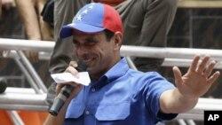 """El líder de Primero Justicia aseguró haber recorrido 160 pueblos por toda Venezuela, frente a la estrategia de los """"carteles"""" del presidente Hugo Chávez."""