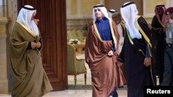 شیخ محمد بن عبدالرحمن وزیر خارجه قطر در حال ورود به نشست وزیران خارجه کشورهای عضو شورای همکاری خلیج فارس در کویت - ۱۳ آذر ۱۳۹۶
