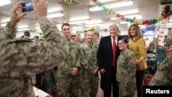 Predsjesdnik Donald Trump i prva dama u pojeti Iraku