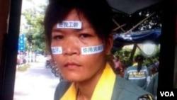 广州大学城罢工的环卫女工。(微博图片)