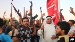 Voluntarios chiíes se preparan para combatir la amenaza de los militantes sunnís del Estado Islámico de Irak y el Levante (EIIL).