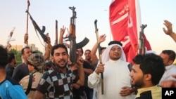 巴格達的什葉派穆斯林志願者高呼反對極端份子的口號