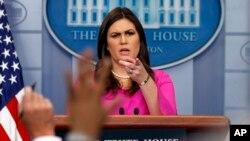 白宮新聞秘書桑德斯星期一在記者會上