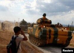 """Türkiyə qüvvələri """"terrorist"""" adlandırdıqları YPG-dən ərazini təmizləmək üçün Suriyaya daxil olublar."""