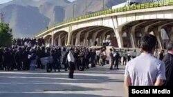 تجمع اعتراضی کارگران هپکو و بستن راه آهن توسط کارگران