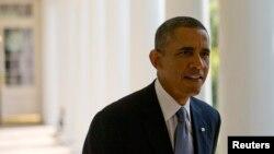 奥巴马总统离开白宫住处走去白宫椭圆形办公室。(2013年9月10日)