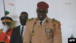 La junte guinéenne écarte une quarantaine de généraux