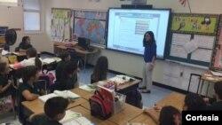 Niños y niñas comparten la enseñanza en la clase de la maestra Zoe Morales