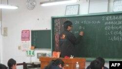 中国长春大学学生于宗思在台中县大甲国中义务教学
