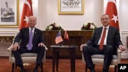 اردوغان دا هم وايي چې پر دې مسئله به په بروکسل کې له امریکايي صدر جو بایډن سره هم خبرې وکړي