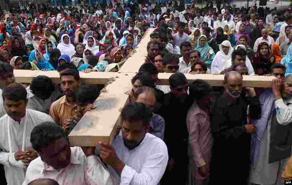 Pakistani Christians carry a cross during a Mass on Good Friday in Quetta, Pakistan. (AP)