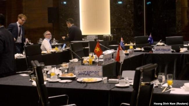 Quanh cảnh sau một phiên họp 11 nước TPP, Hà Nội, Việt Nam, 21/5/2017