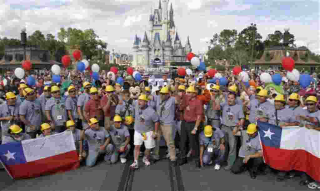 El grupo de mineros rescatados en Chile visitó durante su visitó Walt Disney World en Orlando, Florida. Un año después de la tragedia, casi la mitad están desempleados.