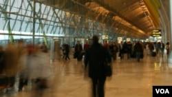 Los viajeros internacionales podrían enfrentar cancelaciones o demoras de vuelos.