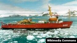 Kapal pemecah es milik Angkatan Laut Brasil, Ary Rongel, dalam eksplorasi di Antartika (Foto: Wikipedia/dok)