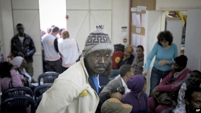 African migrant workers wait for free medical treatment at the the Physicians for Human Rights clinic in Jaffa, a mixed Arab Jewish neighborhood of Tel Aviv, Israel. (File Photo)