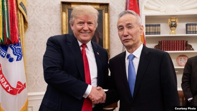美国总统川普双边谈判前在白宫会见刘鹤 (川普推特)