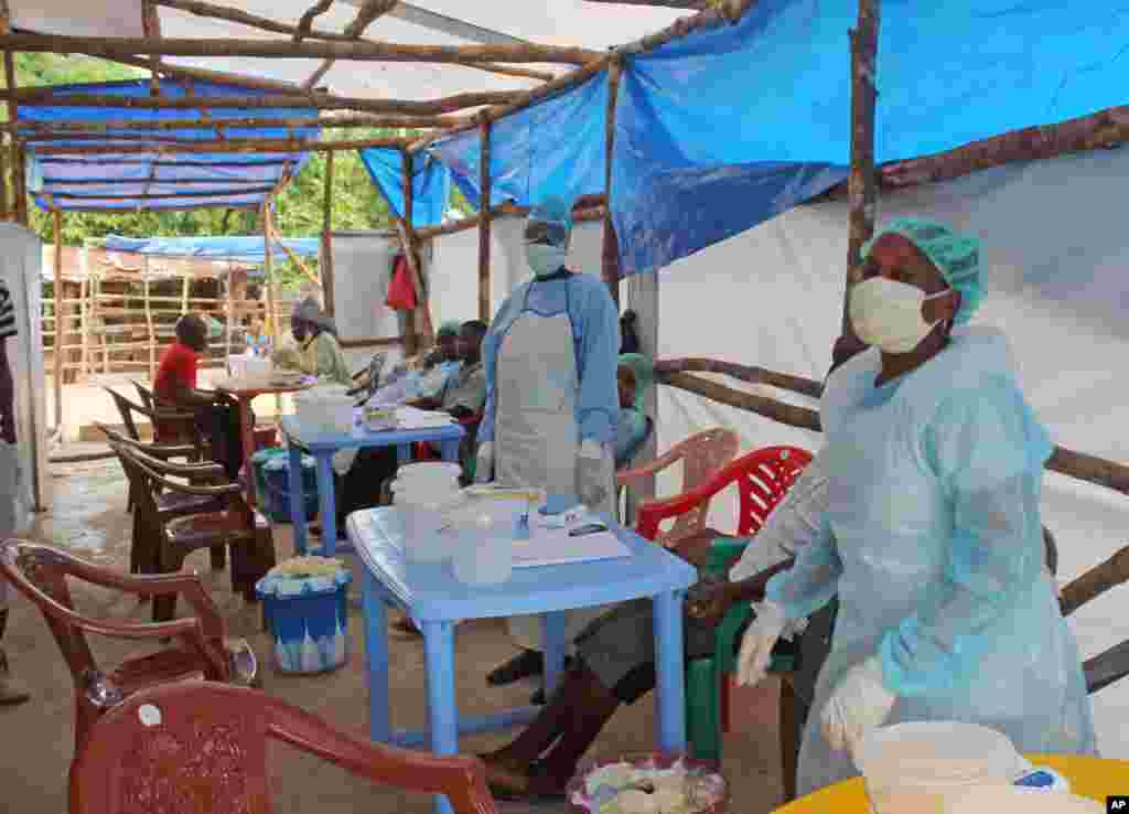 Medical personnel take care of Ebola patients at a clinic on the outskirts of Kenema, Sierra Leone, July 27, 2014.