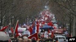 Թուրքերի բազմահազարանոց ցույց՝ Փարիզում