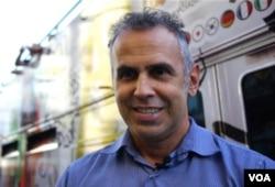 星线旅游公司总裁费伦蒂诺斯(美国之音国符拍摄)