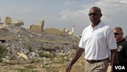 Carl Lewis nan Leogane , Ayiti (Food and Agriculture Organization).(AP Photo/Dieu Nalio Chery)