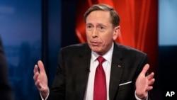 ឧត្តមសេនីយ៍ជាង១២០នាក់ បូករួមទាំងលោក David Petraeus អតីតប្រធាន CIA បានជំរុញសភាកុំឲ្យកាត់បន្តយថវិកាសម្រាប់ការចំណាយលើការទូត និងជំនួយបរទេស។