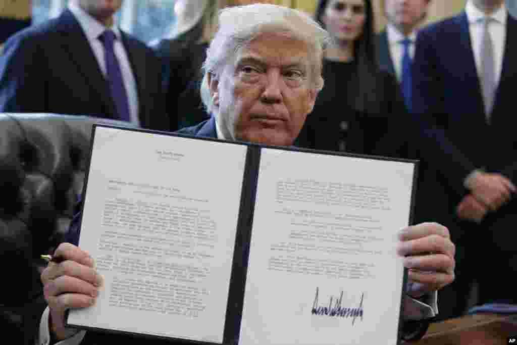 Donald Trump assinou um decreto lei a 24 de Janeiro autorizando o projecto do oleoduto de Dakota