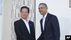 Tổng thống Barack Obama đón tiếp Thủ tướng Việt Nam Nguyễn Tấn Dũng tại hội nghị 10 nước ASEAN tại khu điền trang Sunnylands, thành phố Rancho Mirage, bang California, ngày 15 tháng 2, 2016.