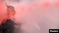 6月16日﹐在土耳其安卡拉一名參與示威遊行的婦人遭水炮射擊。