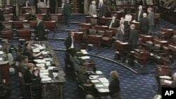 Предлог-законот за даноците мина во американскиот Сенат
