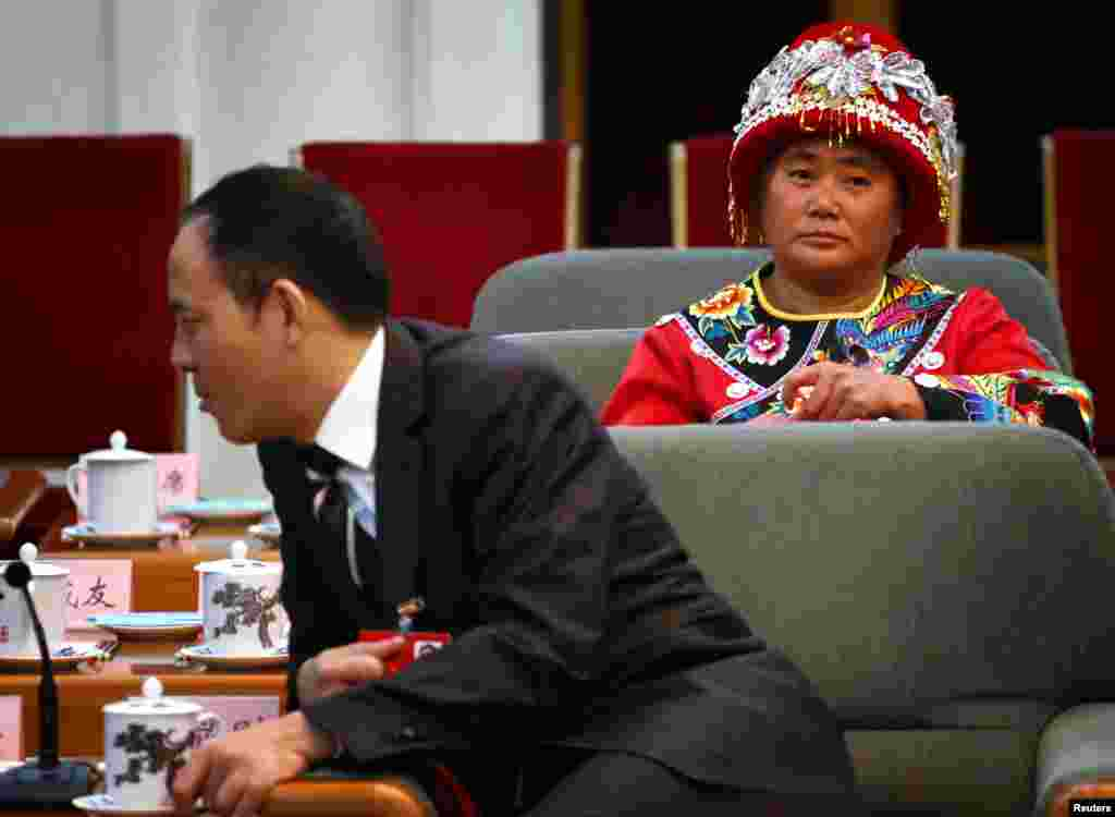 8일 전통의상을 입고 중국 공산당 전국대표대회에 참가한 대표.