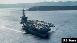 """美軍""""羅斯福""""號(USS Theodore Roosevelt)航母在西太平洋海域執行任務。 (資料照)"""