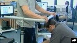 Un nouveau traitement testé pour aider les paraplégiques à marcher, le 5 avril 2012.