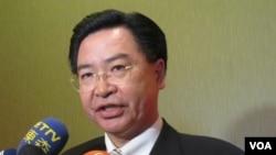 民進黨駐美代表吳釗燮(美國之音容易拍攝)