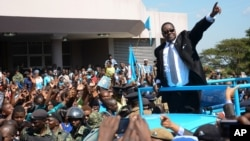 FILE - Newly elected Malawian President Peter Mutharika greets supporters after he was sworn in at the High Court in Blantyre, May 31, 2014.