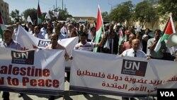 Warga Palestina berunjuk rasa untuk membri dukungan usaha Palestina untuk mendapatkan pengakuan di PBB, di Ramallah-West Bank (8/9).