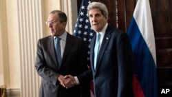 Russian Foreign Minister Sergey Lavrov, left, and US Secretary of State John Kerry shake hands before a meeting at Winfield House in London, March 14, 2014.