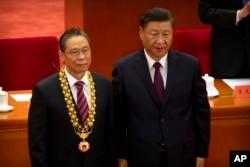 中國領導人習近平為鍾南山授獎。 (2020年9月8日)