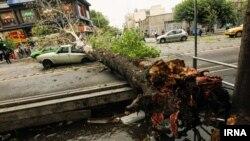 وقوع توفان کم سابقه در تهران که خسارات بسیاری به بار آورد - ۱۲ خرداد ۱۳۹۳
