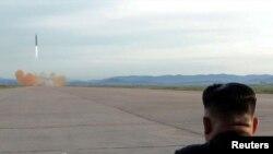 VOA Asia - North Korea fires a ballistic missile