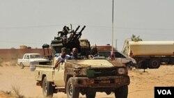 Las fuerzas rebeldes estrechan el cerco sobre Sirte y lanzan una ofensiva contra Bani Walid, en el desierto.