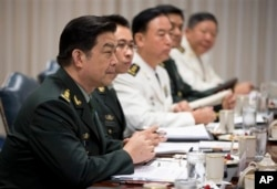中国国防部长常万全一行访问美国的时候在美国国防部参加会谈(2013年8月19日)